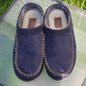 Mens Levi's slippers size 7-8 black gold